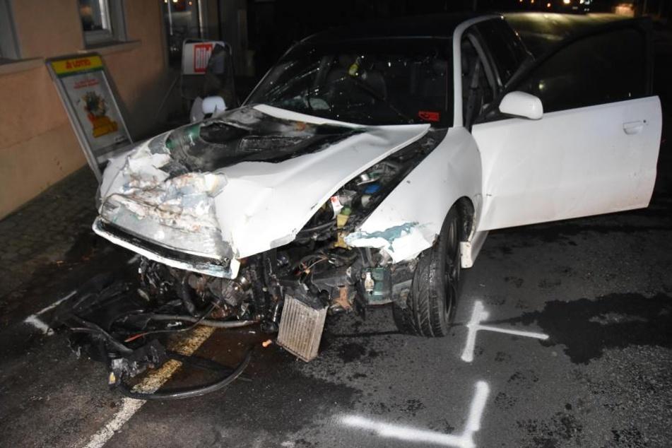Der Audi war am Ende völlig ramponiert.