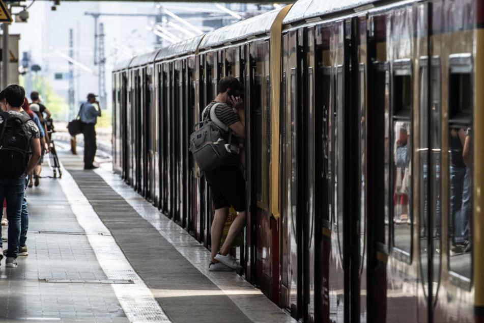 Mann (37) am S-Bahnhof Ahrensfelde niedergestochen: Polizei sucht Zeugen!