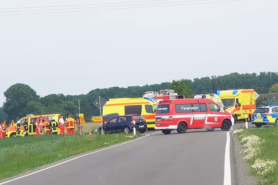 Mehrere Rettungswagen, sowie Feuerwehr und Polizei waren vor Ort.