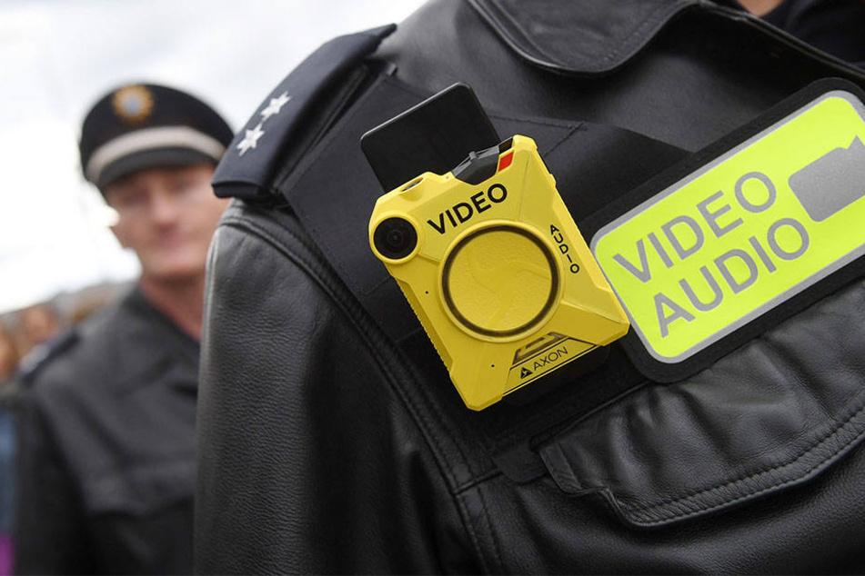 Ab diesem Monat testen sächsische Polizisten die Körperkameras in Smartphone-Größe.