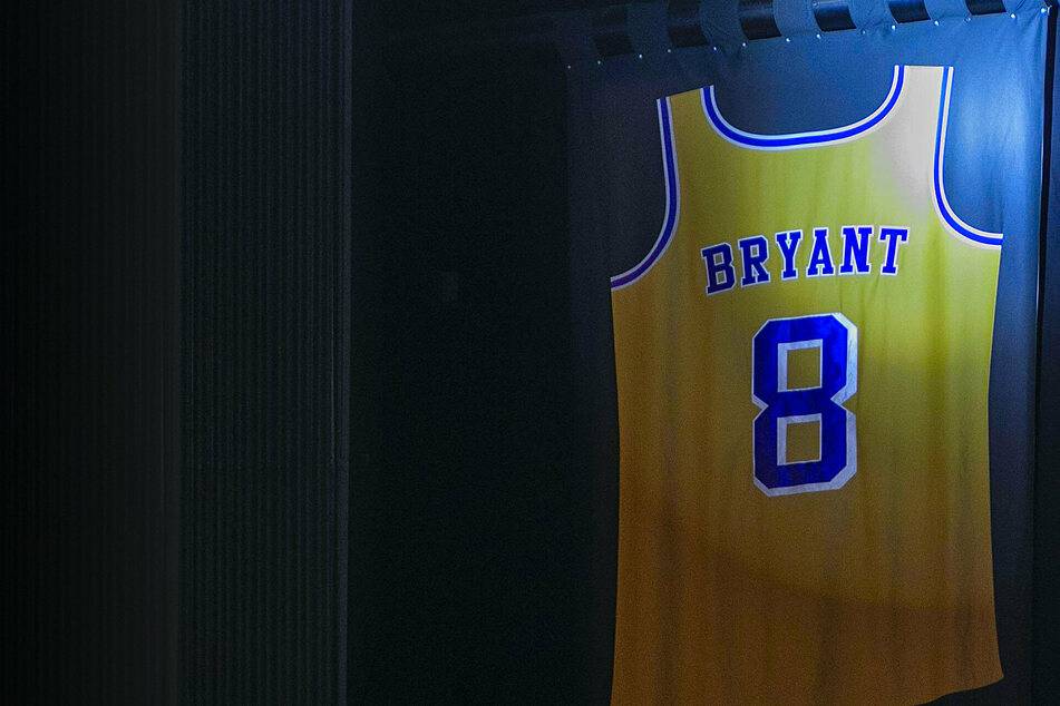 Kobe Bryant leads latest round of inductees into basketball's Hall of Fame