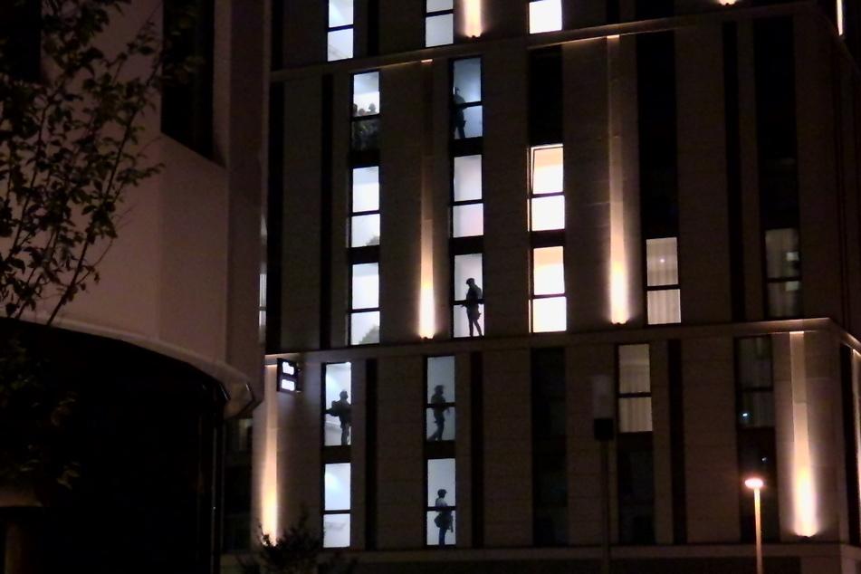 Nach einem Waffenfund hatten SEK-Teams der Polizei das Hotel in Düsseldorf-Oberbilk am Freitagabend durchkämmt.