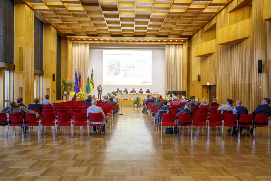 Wie sicher ist Dresden? Viel Information und lebhafte Diskussion am Donnerstag im Ratssaal.