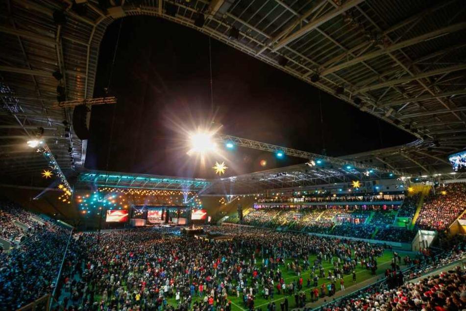 Adventskonzert des Dresdner Kreuzchores: 25.000 Dresdner singen im Rudolf-Harbig-Stadion