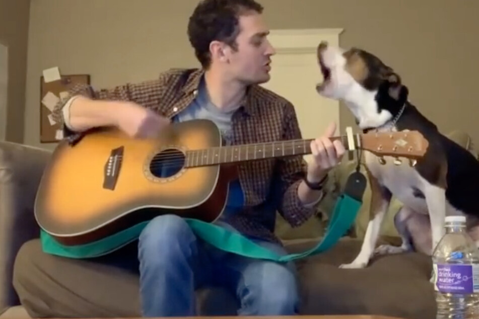 Luke Glaser and his canine co-singer make a very talented pair.