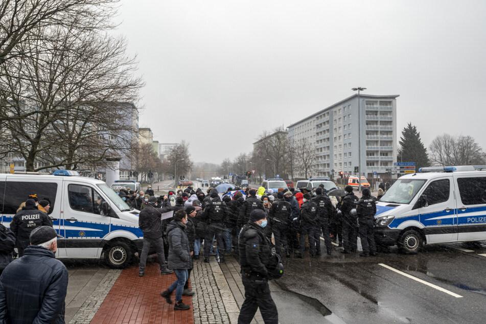 Bei der Anti-Corona-Demo Anfang Februar grenzte die Polizei das Gebiet um die Brückenstraße ab.