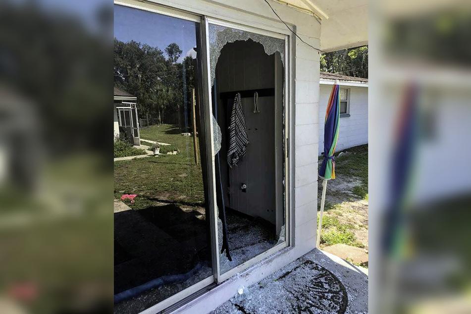 Bei dem Schusswechsel mit der Polizei wurde die Rückseite des Hauses zerstört.