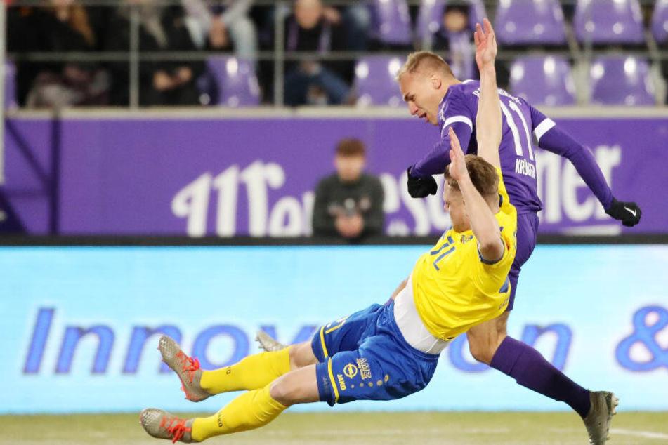 Florian Krüger zog in der 3. Minute resolut ab und erzielte das 1:0 für den FC Erzgebirge. Da konnte Leipzigs Robert Zickert nichts mehr ausrichten.