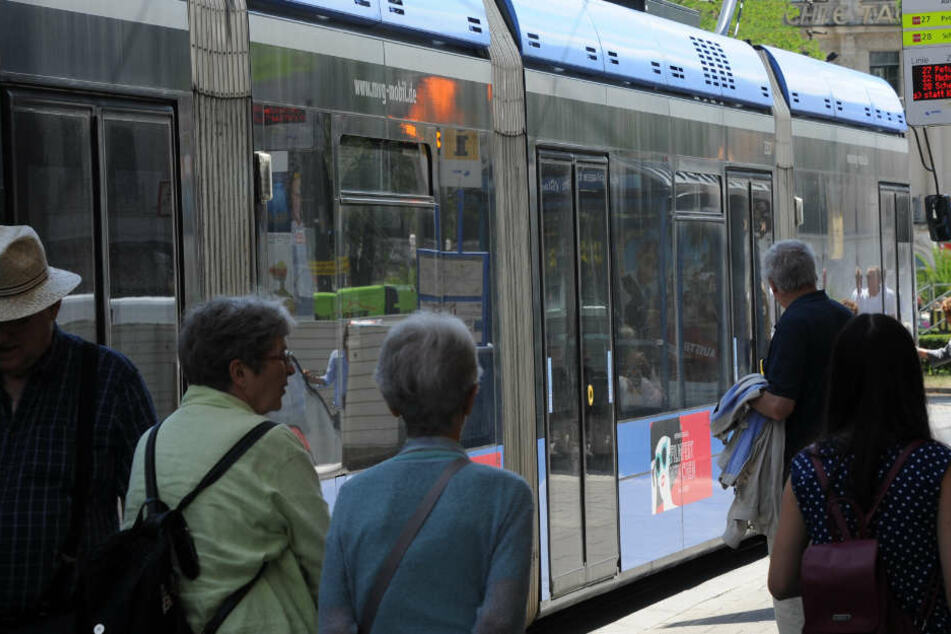In Bayern sagen die Verkehrsbetriebe der Hitze verstärkt den Kampf an. (Symbolbild)