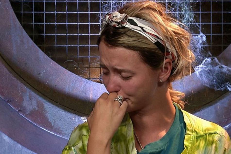 Cathy Lugner mit Tränen in den Augen im Promi Big Brother-Haus.