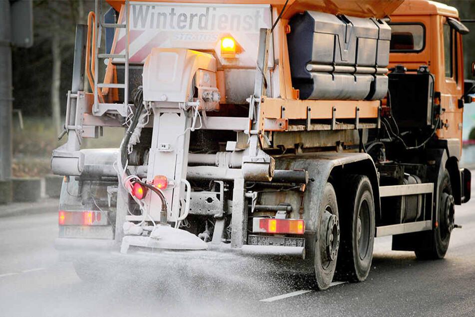 Schon jetzt bereitet sich der Landesbetrieb Straßen NRW auf die Wintersaison vor. (Symbolbild)