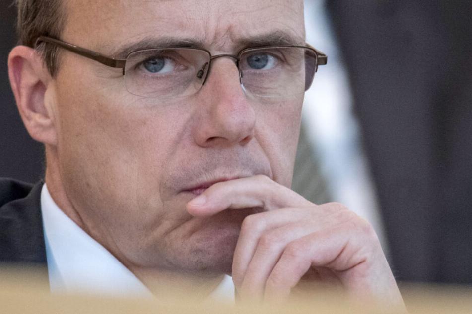 Hessens Innenminister Peter Beuth äußerte sich zu den ersten Erkenntnissen der Sicherheitsbehörden (Symbolfoto).