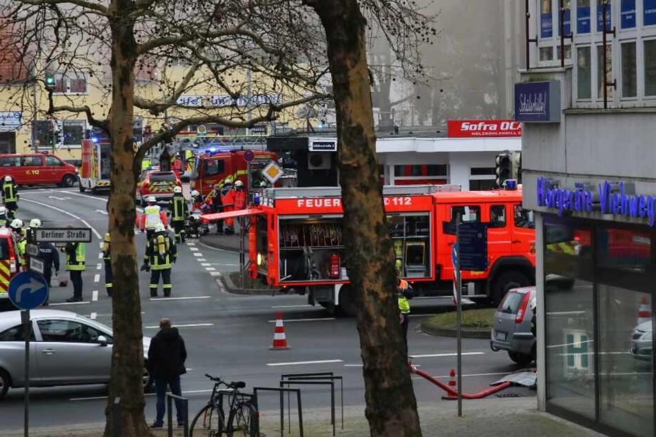 Zahlreiche Straßen um die Brandstelle herum, wurden abgesperrt.