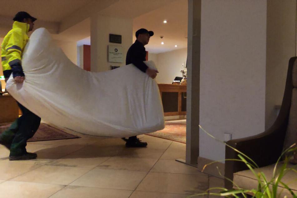 Bei der Aktion im Luxus-Hotel räumte er letztlich sogar ein Hotelzimmer aus.