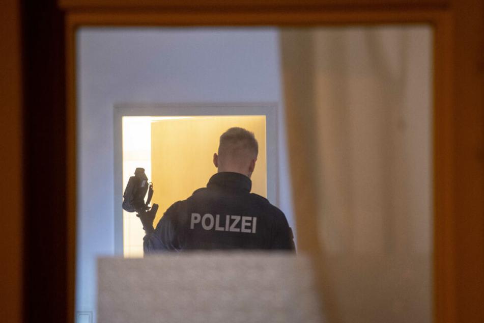 In den Wohnungen wurde Beweismittel sichergestellt.