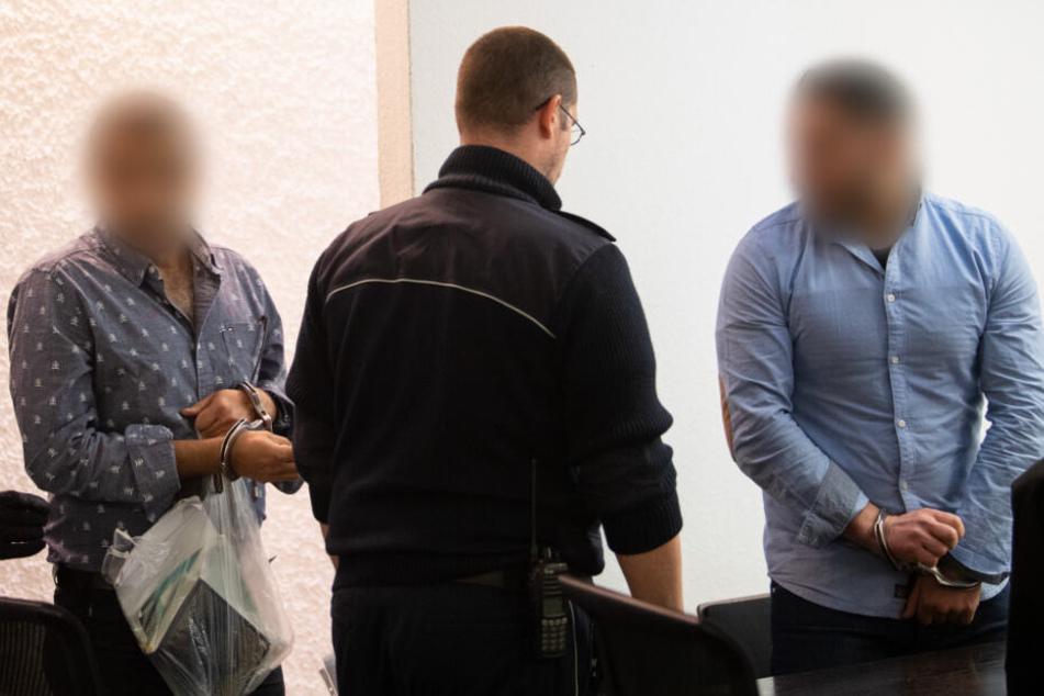 Zwei Angeklagte vor dem Landgericht.