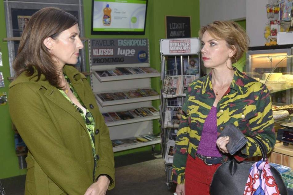 Nach ihrer Rückkehr aus Australien erfährt Yvonne, dass Katrin und Jo sich gegen Lilly verschworen haben.