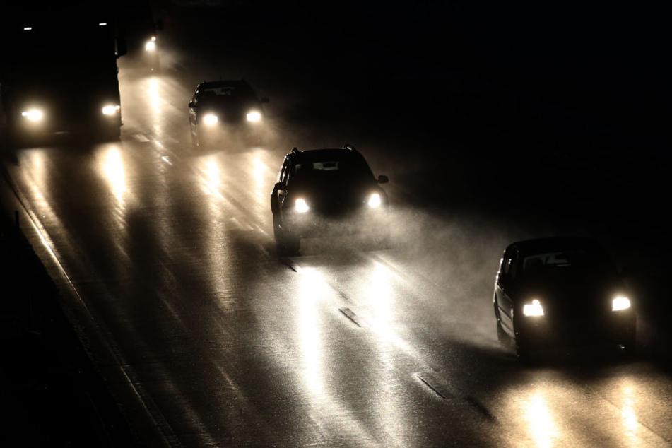 In Bayern mussten sich Autofahrer auf winterliche Straßenverhältnisse im Berufsverkehr einstellen.