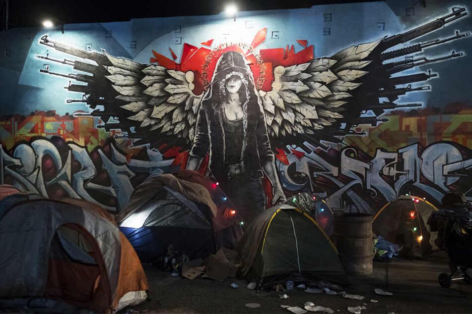 Die Obdachlosen leben unter Rileys Schutz sicherer als je zuvor und widmen ihr deshalb ein Graffiti-Kunstwerk.