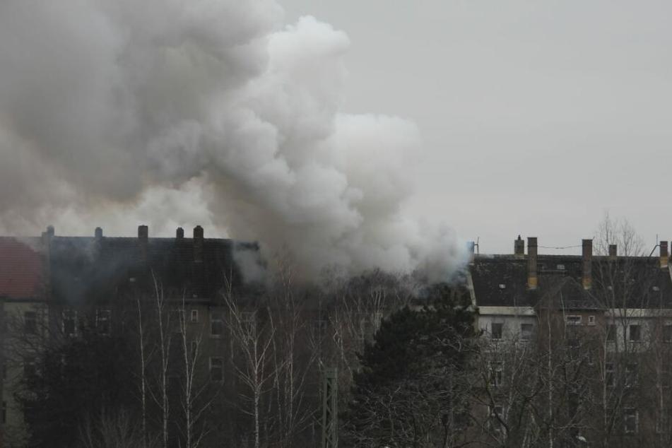 Mehrere Anrufer sollen den Brand bei der Rettungsleitstelle gemeldet haben.