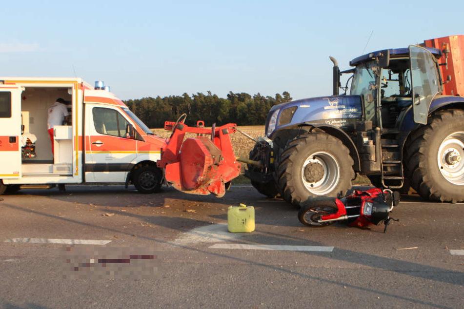 Horror-Unfall: Biker (79) beim Überholen von Traktor erfasst