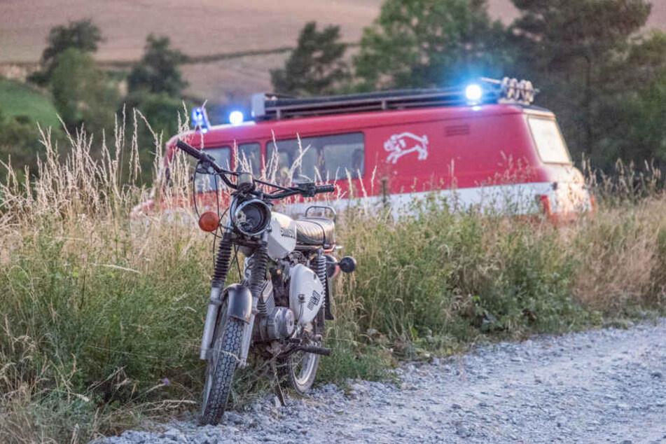 Der Fahrer der Simson wurde bei dem Unfall schwer verletzt.