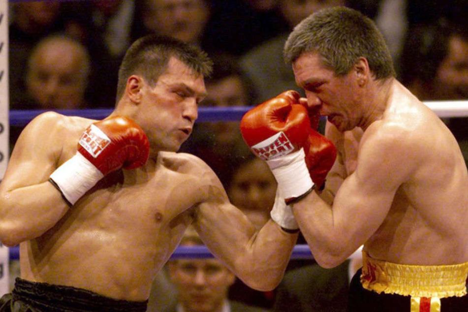 Rocchigiani (r) muss gegen Michalczewski (l) einstecken.