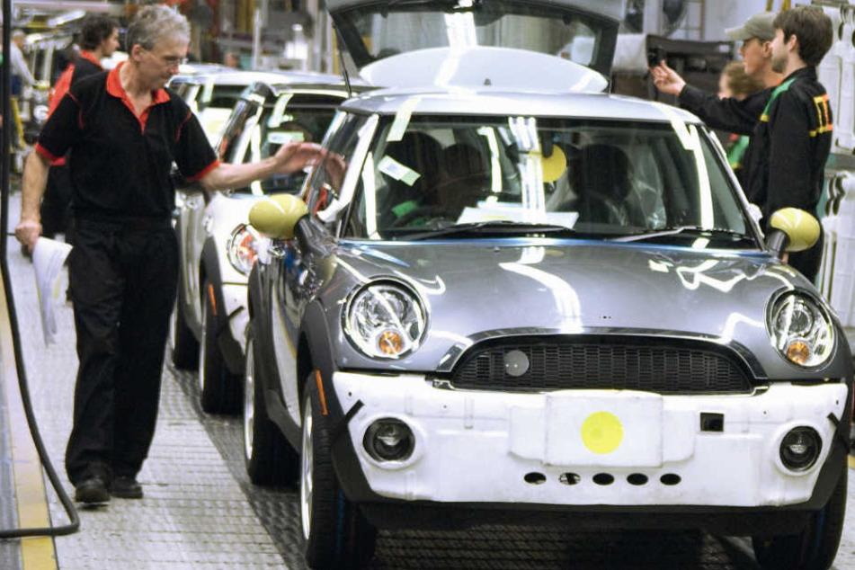 BMW wird die Mini-Produktion in Großbritannien kurzzeitig ruhen lassen. (Archivbild)