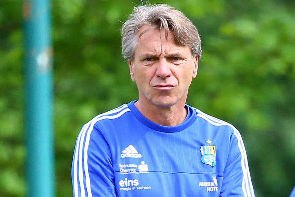 Kritischer Blick: CFC-Coach Horst Steffen (48).