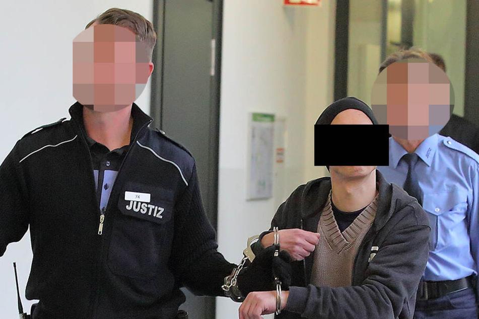 Er saß bereits sein halbes Leben hinter Gittern! Falscher Pfarrer muss erneut in Haft