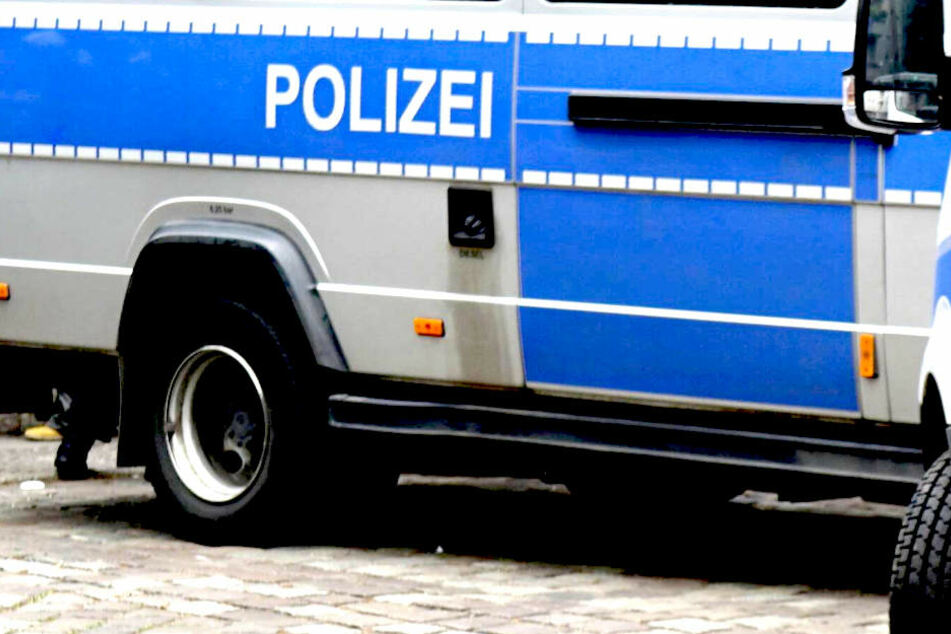Die Polizei geht von einer Straftat im familiären Umfeld aus.
