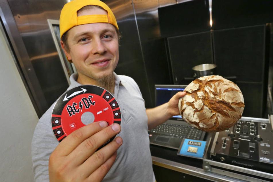 Axel Schmitt: Für seine Abschlussarbeit beschallte er Brot mit Heavy-Metal-Musik.