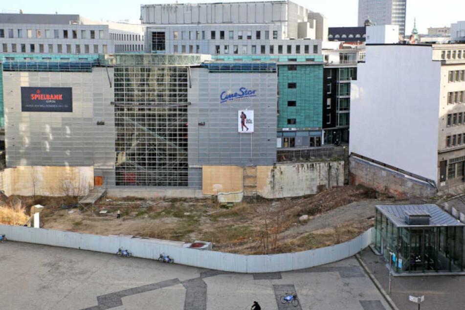 Das Burgplatzloch neben dem Petersbogen weicht einem VIer-Sterne-Hotel.