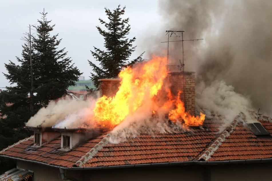 Die bislang unbekannte Frau starb in den Flammen (Symbolbild).