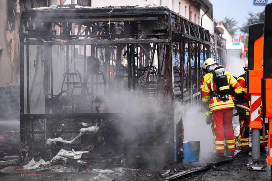 Großeinsatz für die Feuerwehr. Nach ersten Erkenntnissen löste ein technischer Defekt den Brand aus.