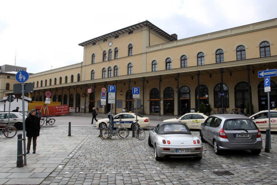 Der Mann sollte am Hauptbahnhof in Augsburg kontrolliert werden. (Archivbild)