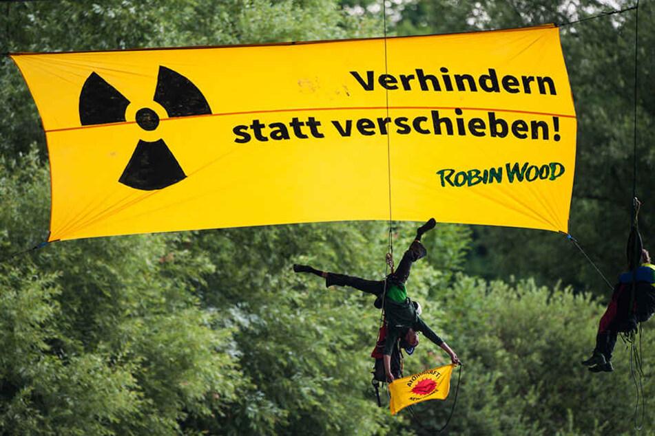 Gefährliche Aktion! Hier blockieren Atommüll-Gegner den Neckar