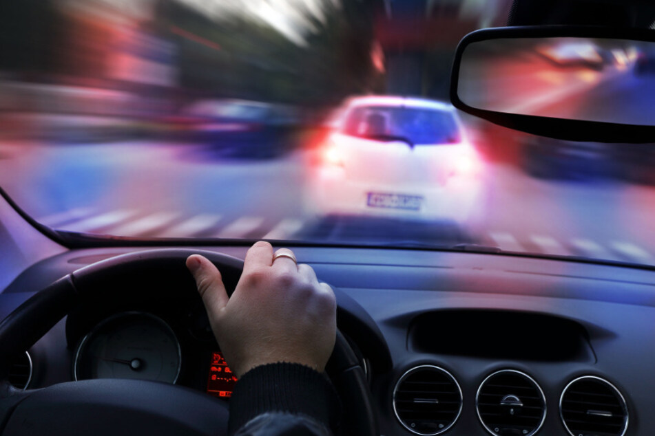 Wegen Ausgangsbeschränkung: 21-Jähriger liefert sich Verfolgungsjagd mit Polizei