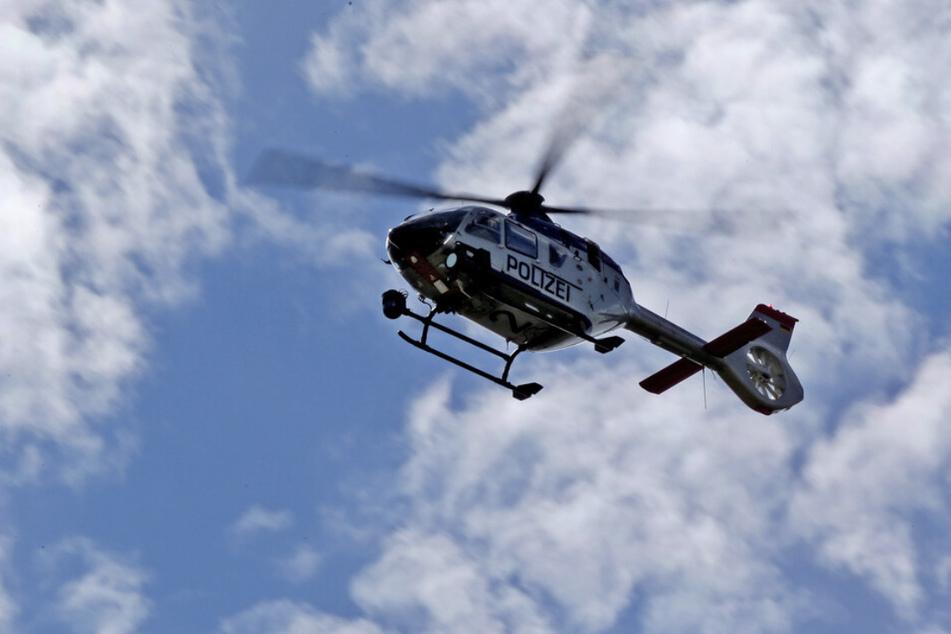 Mit einem Hubschrauber suchte die Polizei nach dem Täter - dieser war jedoch spurlos verschwunden. (Symbolbild)
