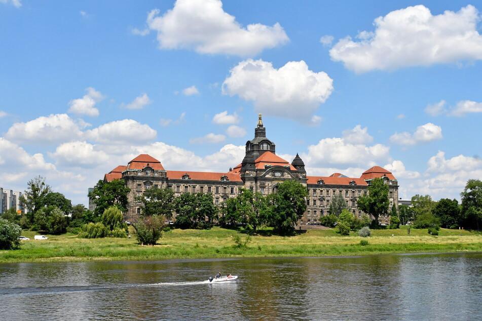 Gehen jetzt in der Sächsischen Staatskanzlei die Alarmglocken an? Dass die Kassen leer sind, wusste man dort sicher schon vor dem aktuellen Jahresbericht des Rechnungshofs.