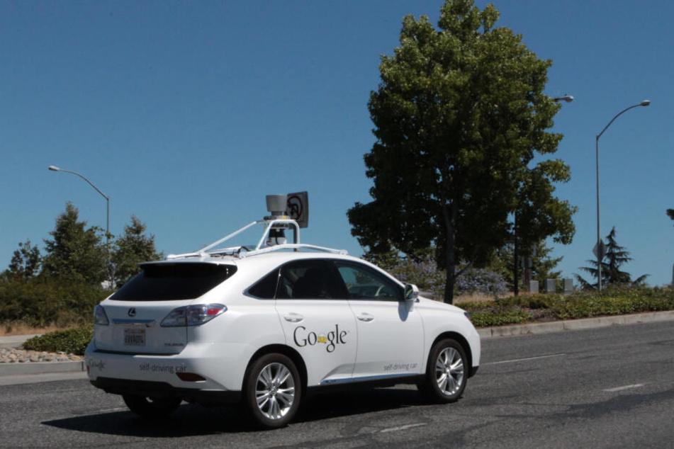 Ein selbstfahrendes Auto von Google im kalifornischen Mountain View. (Archivbild)