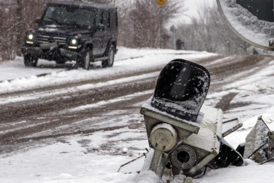 15 Zentimeter Neuschnee: Chaos auf den Straßen!