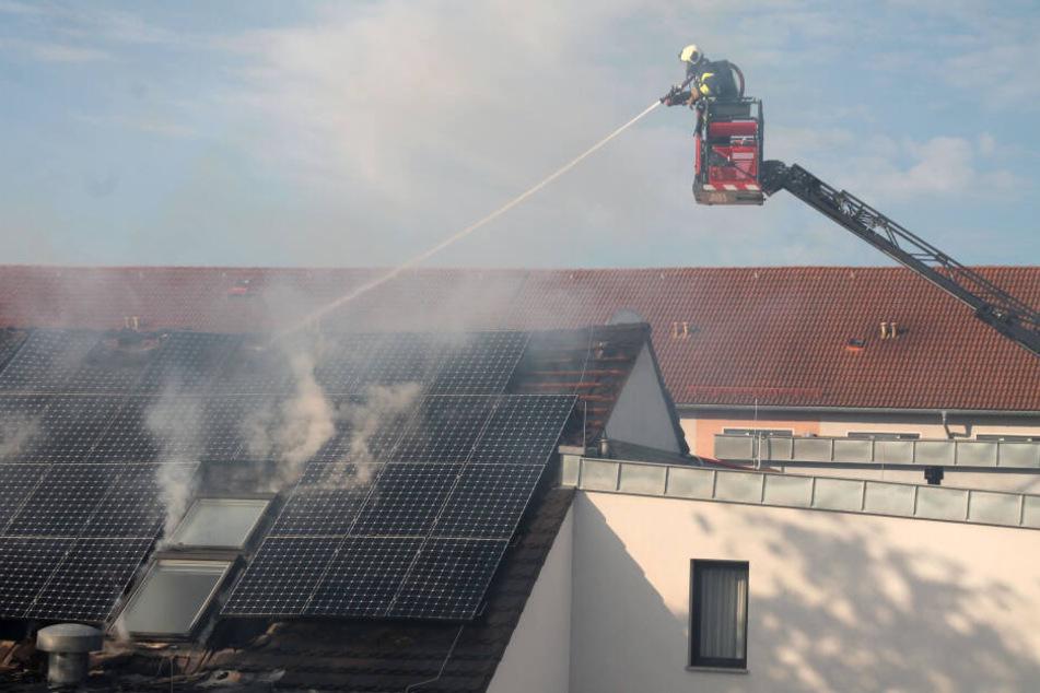 Auch durch die Solaranlage fraßen sich die Flammen.