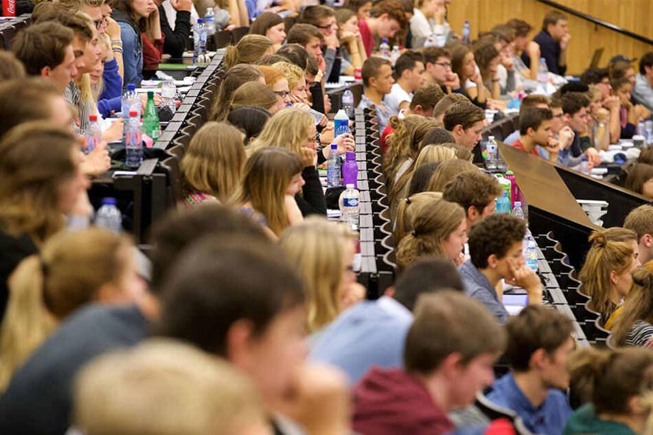 Mehr und mehr Studenten: Die FHs in OWL wachsen!