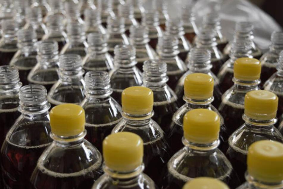 Für eine Kiste Wasser mit zwölf PET-Flaschen werden rund zwei Liter Erdöl gebraucht