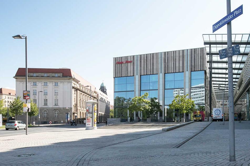 Auf dem Dippoldiswalder Platz vor der Centrum Galerie ging es am Dienstagabend rund.