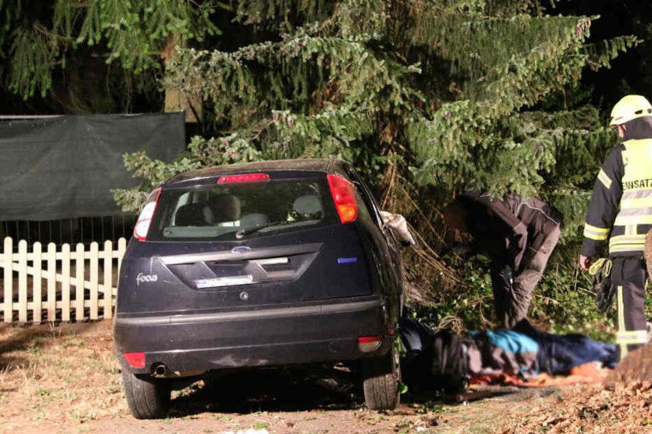 Nur wenige Kilometer entfernt, kam es zuvor bei Treuenbrietzen zum tödlichen Baum-Crash.