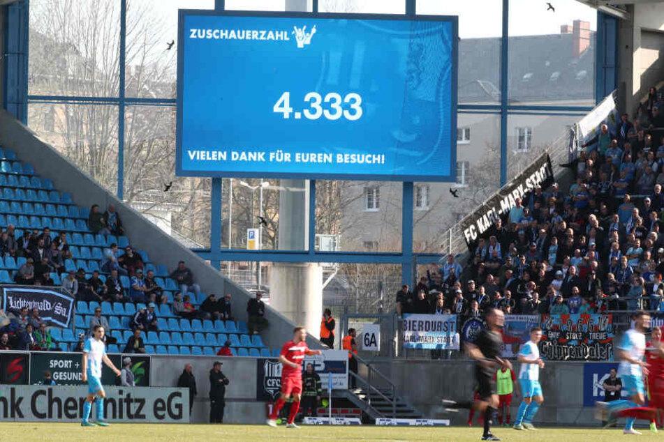 Diese schöne Videowand gehört jetzt dem VfB Auerbach.