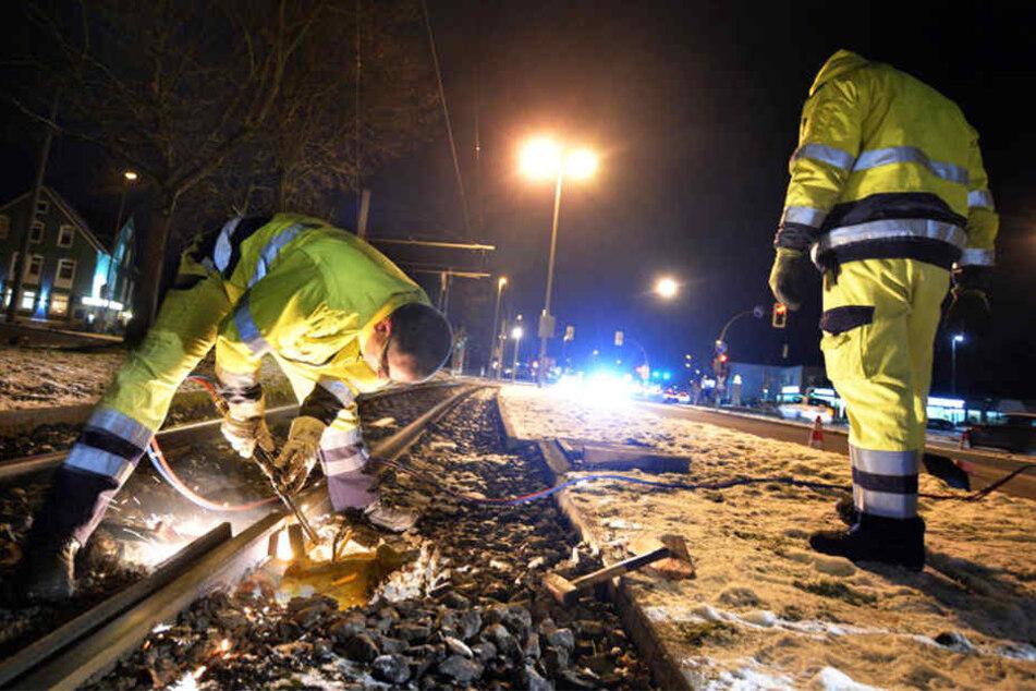Andere müssen zum Beispiel im Schienenverkehr dafür sorgen, dass tagsüber alles reibungslos läuft.