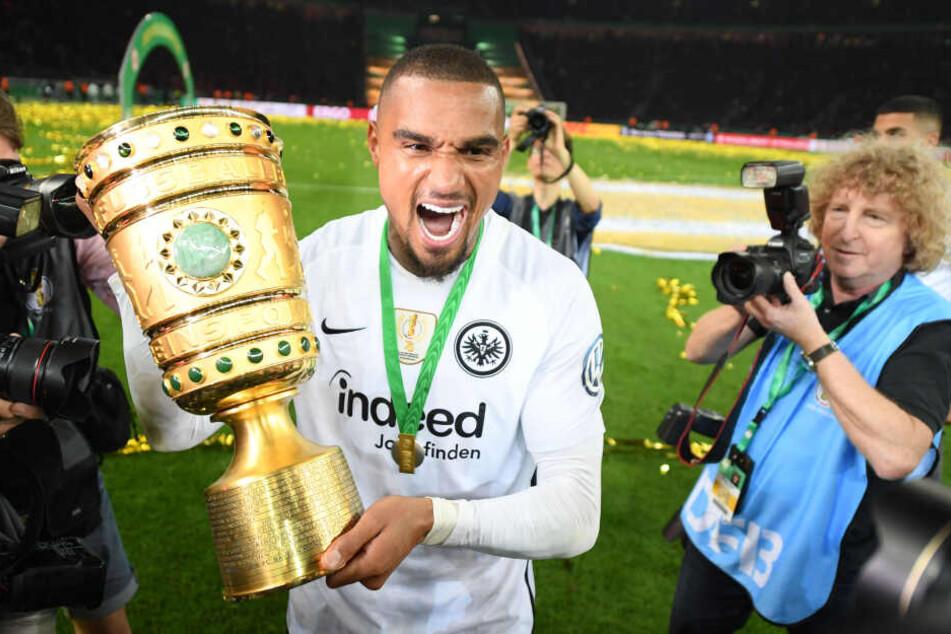 """Der größte Erfolg seiner Karriere: Der Prince krönt sich in Berlin mit dem DFB-Pokal-Gewinn zum Frankfurter """"König""""."""